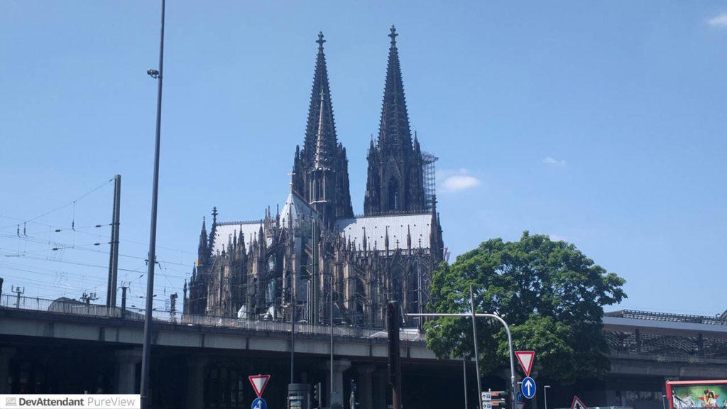 Ungeplanter Zwischenstop in Köln - Kölner Dom von der Deutzer Brücke aus