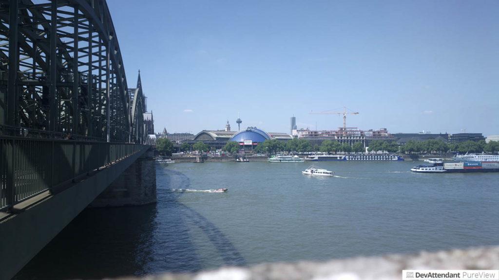 Der Rhein nach dem Zurücklegen der Deutzer Brücke
