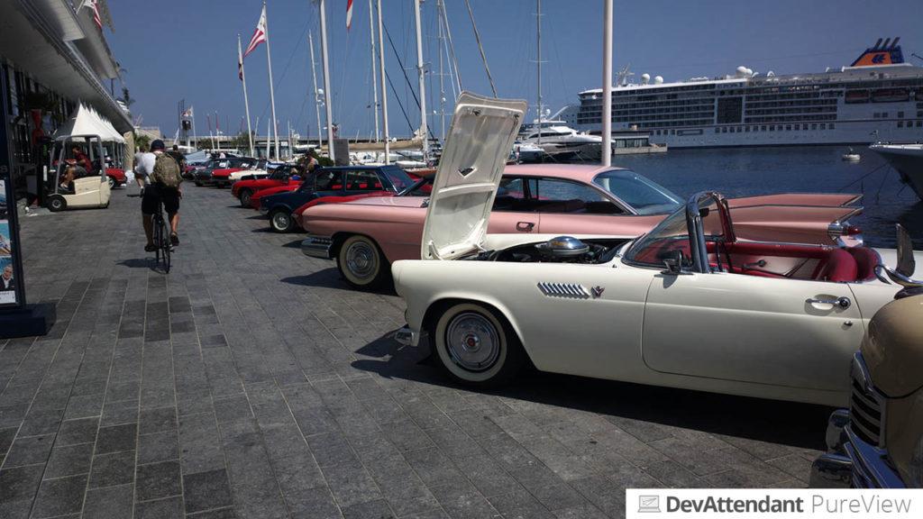 Auf der Autoausstellung am Yacht Club