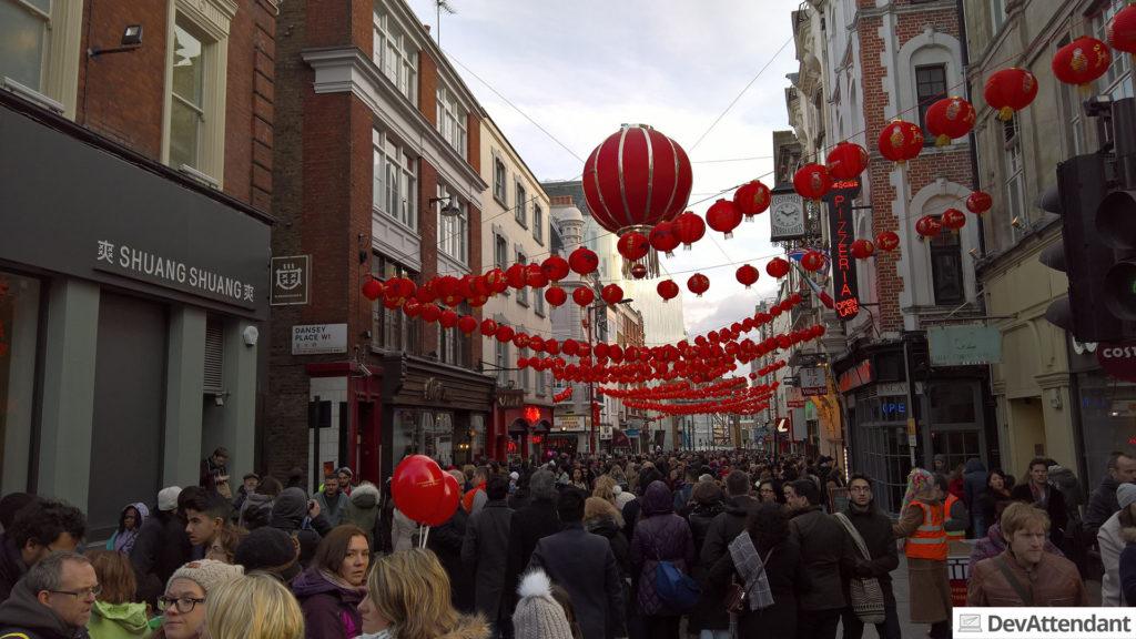 Sehr viele Menschen in Chinatown