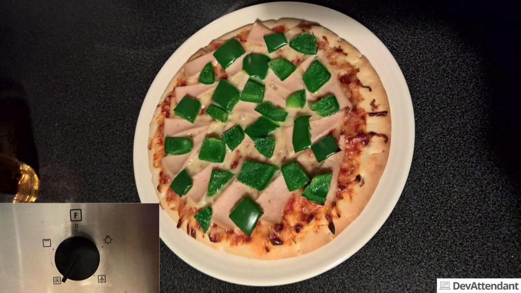 Pizza \o/ (unten links die Ofeneinstellungen - ich bin für Belehrungen offen ;) )