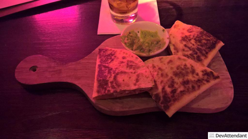 Quesadilla's, laut Google irgendwas mexikanisches (ich hab gerade den Geruch davon in die Nase bekommen und Hunger :/ )