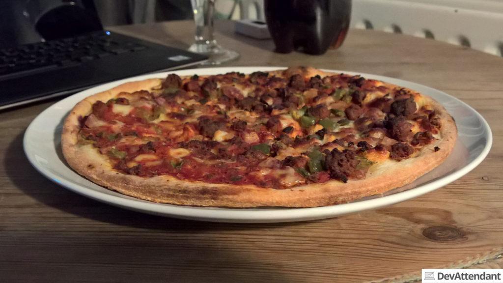 Pizza :) (aus dem Ofen wohlgemerkt ;) )