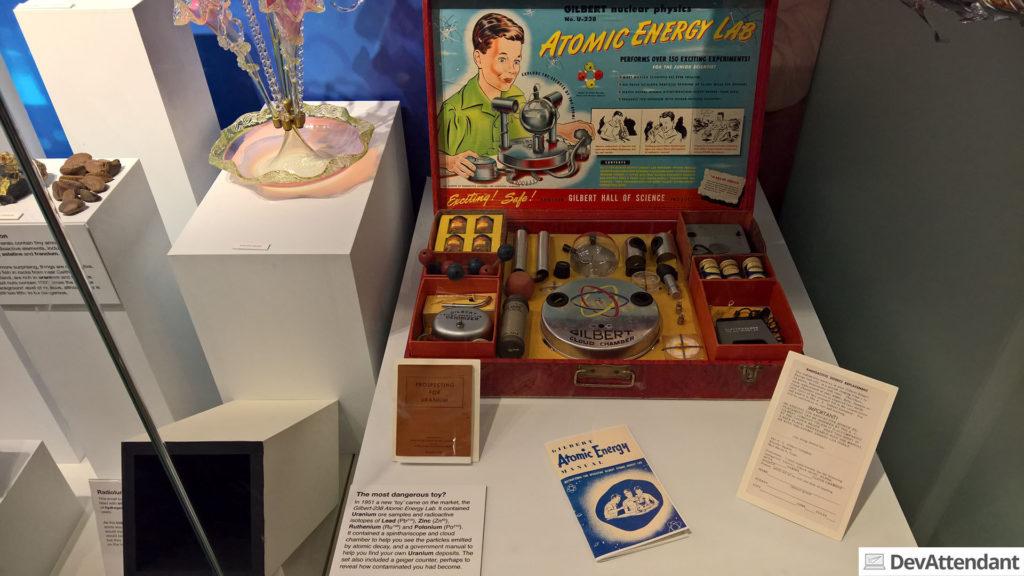 In diesem Chemiebaukasten gab es einige radioaktive Stoffe - aber für Kinder