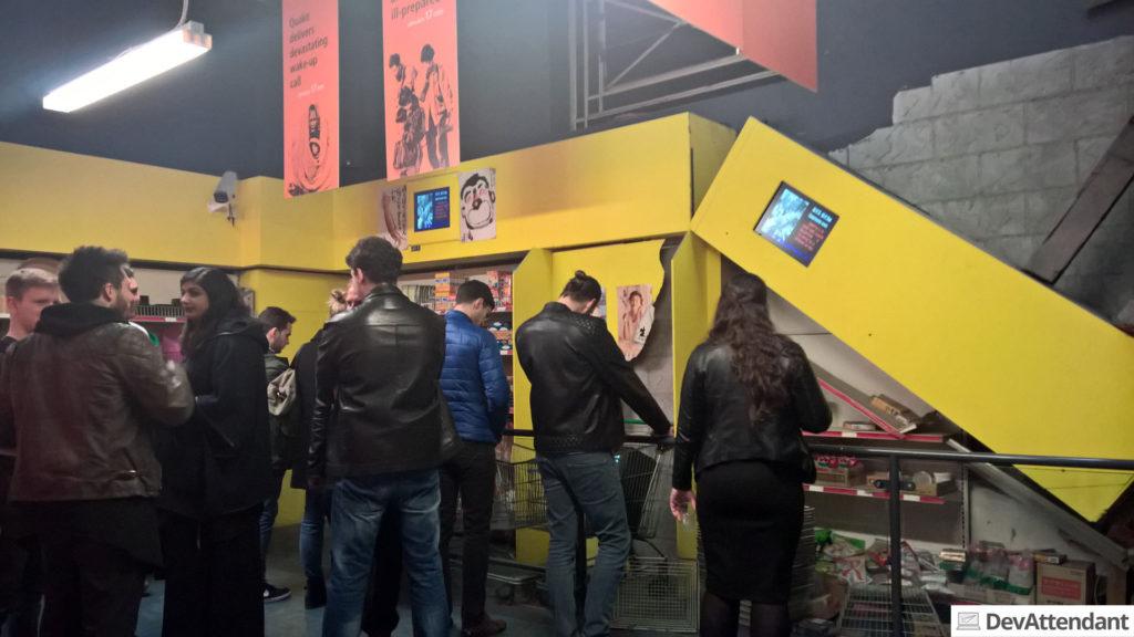Im Museum gab es einen Erdbeben-Simulator in einem asiatischen Supermarkt