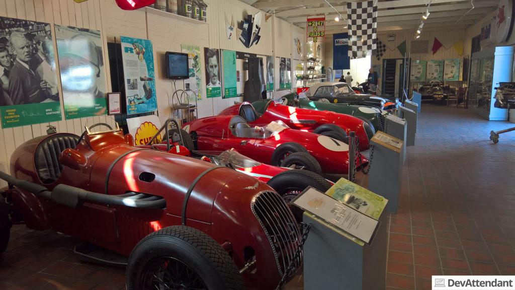 Im Museum ging es los mit Rennwagen...