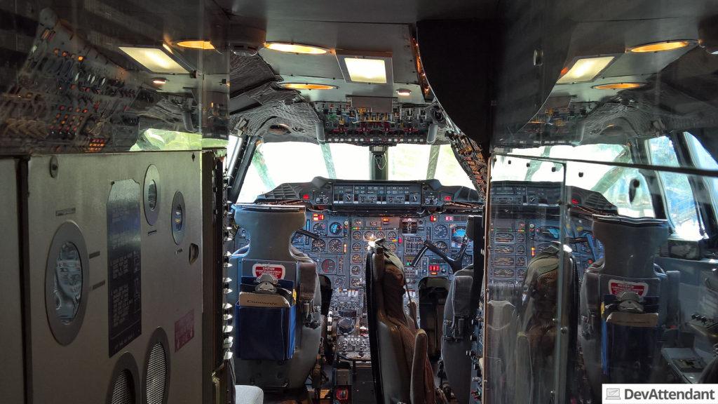 ...und man nach dem virtuellen Mitflug einen Blick in das komplexe Cockpit erhaschen konnte.