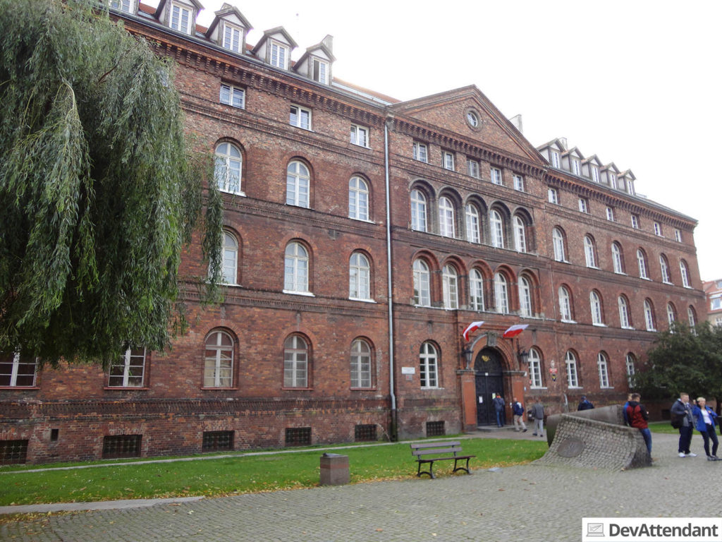 Das Gebäude der Post, welches von den Deutschen im September '39 angegriffen wurde, markierte das Ende der Tour
