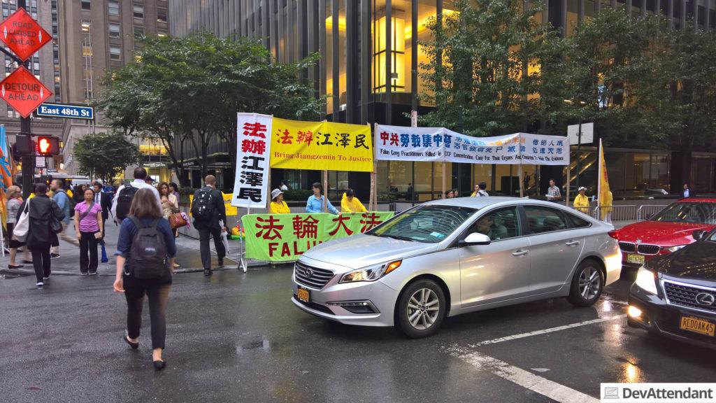 An der Straße wurde demonstriert