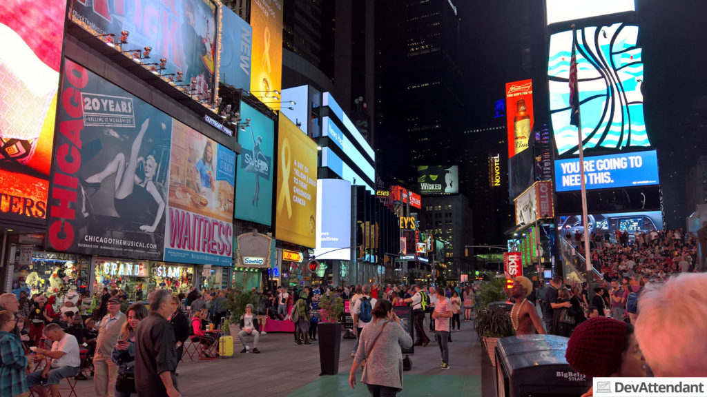 """Und der Times Square erneut, dieses Mal bei Nacht. """"In Dunkelheit"""" wäre falsch."""