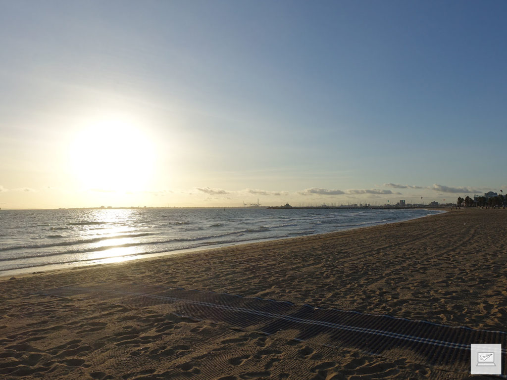 Am Abend noch am St. Kilda Beach entspannen