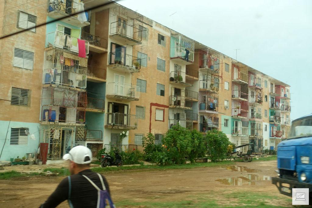 Auf dem Weg nach Cayo Santa Maria kam man auch am nicht so bildschönen Teil Kubas vorbei