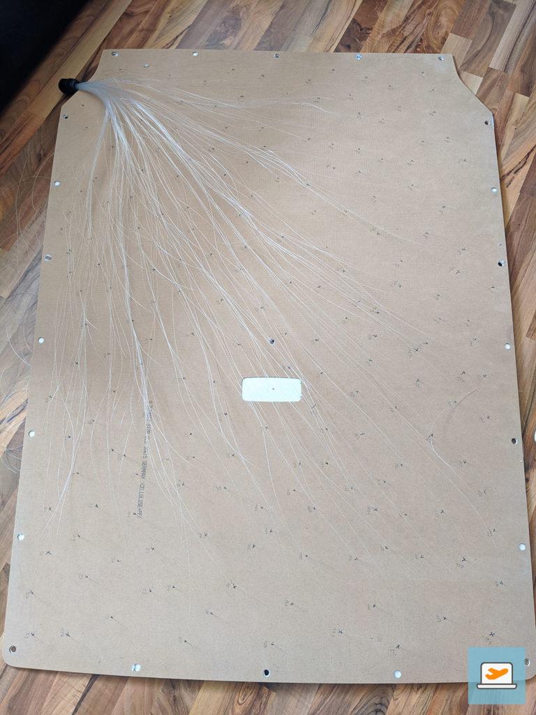 Die Rückseite der Decke mit 200 Glasfasern und dem abgedeckten Loch der originalen Deckenlampe