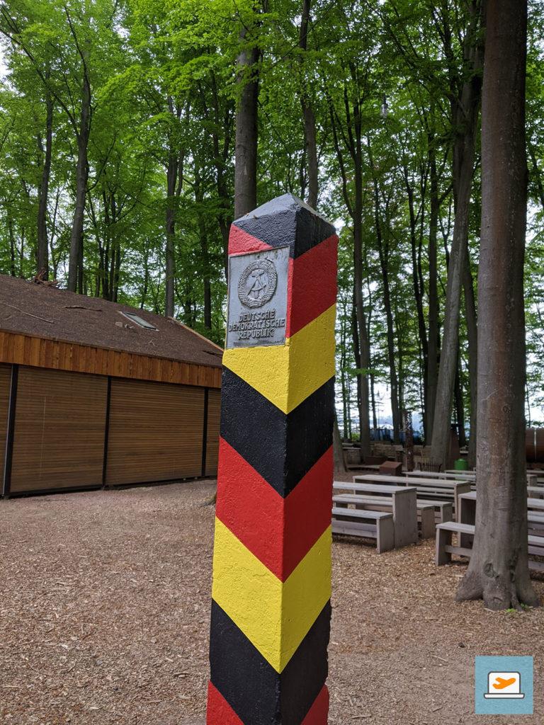 Ein interessanter Kletterpark beim Haltener Stausee umfasste viele Ausstellungsstücke, wie einen Grenzpfosten der DDR...