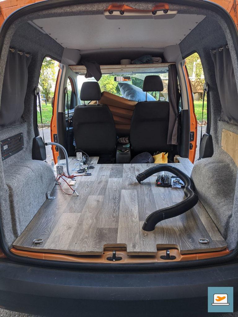 Ohne Möbel wirkt das Auto so groß und leer...