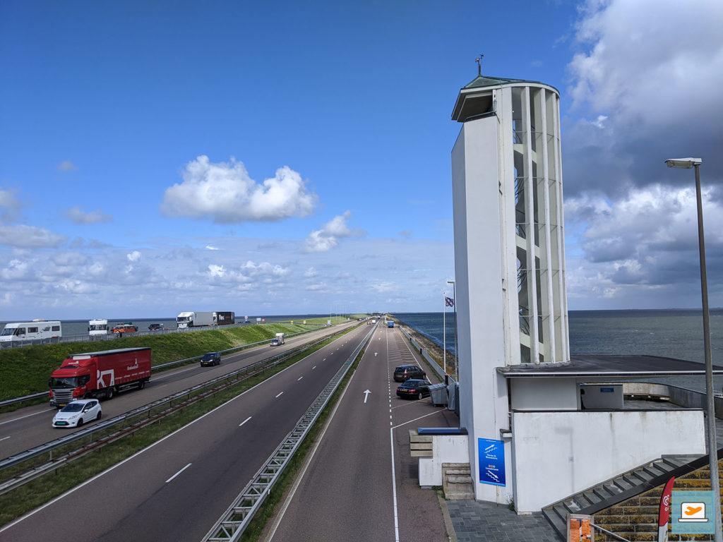 Am Afsluitdijk. Der Turm war wegen Corona leider geschlossen